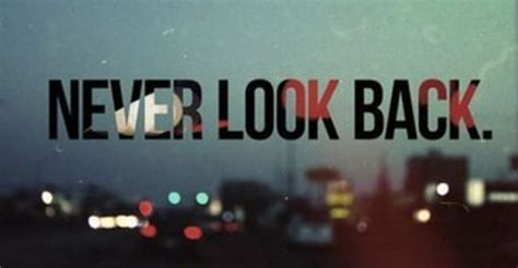 Tumblrtee Never Look Back persigue tus sue 241 os y no te aberguenzes de ellos