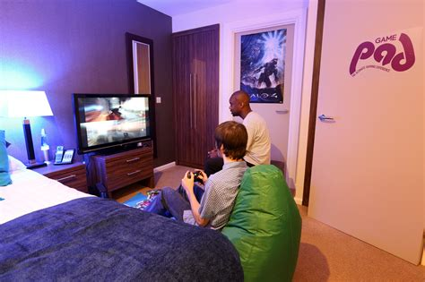 the bedroom game closed a night in the game pad the average gamer