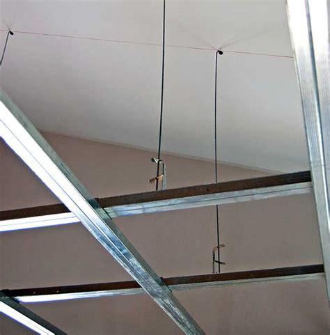controsoffitto cartongesso struttura controsoffitto di cartongesso per ribassare il soffitto
