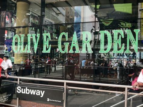 olive garden nyc los restaurantes de times square donde celebrar la nochevieja