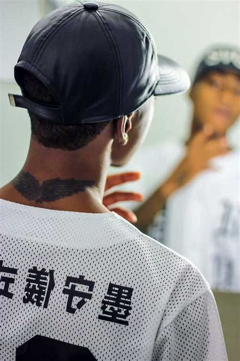 tattoo back neck man neck wing tattoo man erkek boyun d 246 vmeleri man neck