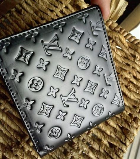 louis vuitton wallet mens preowned embossed monogram lv