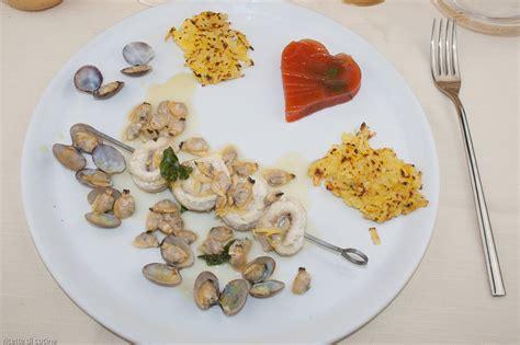 come si cucina la gallinella di mare spiedini di gallinella di mare con le vongole ricette di