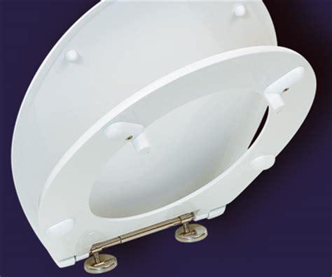 zwei wc sitze fuer besondere faelle barrierefreie