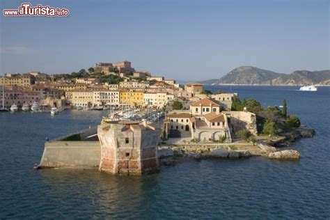 porto isola d elba portoferraio isola d elba la torre della foto