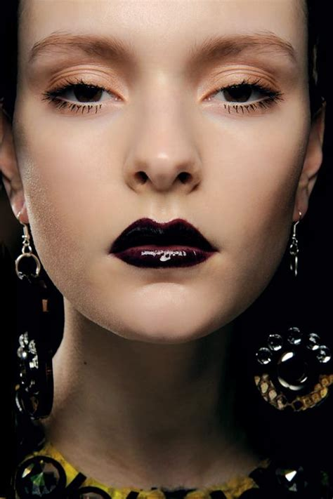 Lipstik Merah Marun Gelap til berbeda dengan lipstick gotick click your hobby