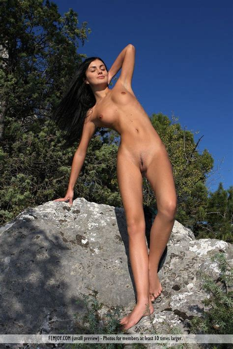 Pictures Of Hot Girl Monyka Enjoying A Naked Nature Hike Coed Cherry
