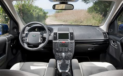 automotive repair manual 2011 land rover lr2 instrument cluster service manual remove dash in a 2011 land rover lr2 service manual remove dash in a 2011
