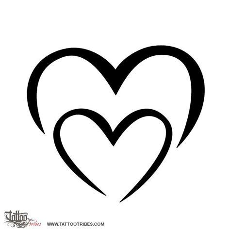 tatuaggi cuore con lettere pi 249 di 25 fantastiche idee su tatuaggio cuore su