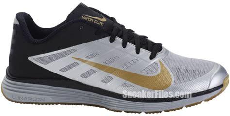 Gold Yellow Sepatu Nike Lunar Elite City Pack nike elite 51 vapor talon pack sneakerfiles