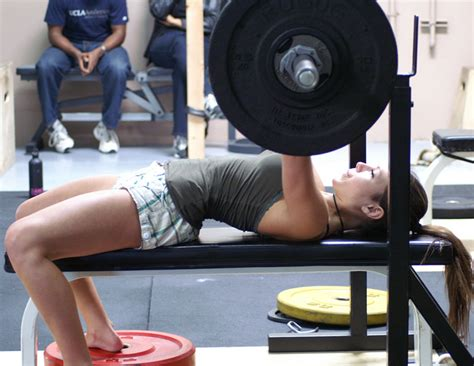 average bench press for women why women can t quot bulk quot up lifting weights oneresult