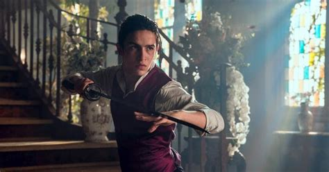 into the badlands spoilers spoilertv into the badlands episode 3 02 moon rises raven seeks