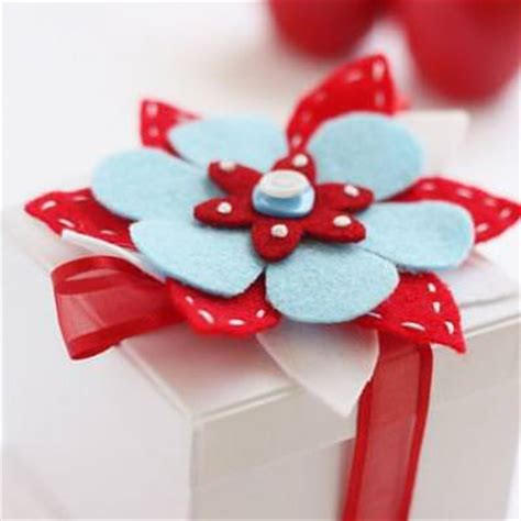 Can You Leave A Tip On A Gift Card - felt flower tutorial christmas gift wrap tip junkie
