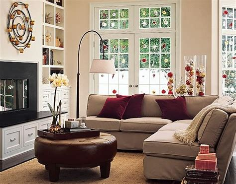 Living Room With Maroon Accents Beige Sofa Burgundy Cushions Decorating For The