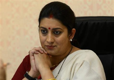 Mba 2014 Passout by Mba Pass Out Refuses To Take Degree From Smriti Irani