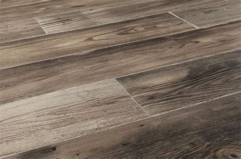 laminate floor color choices 25 best ideas about country estate on