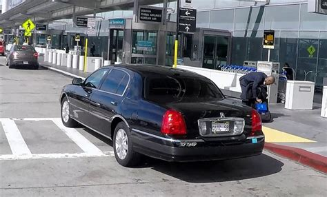 Airport Town Car by San Francisco Airport Transportation Quicksilver Town Car