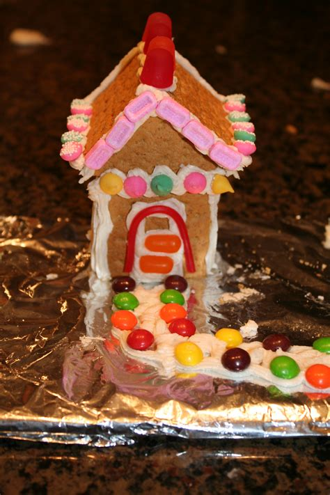 Gingerbread House With Graham Crackers by Diy Graham Cracker Gingerbread House Mommysavers