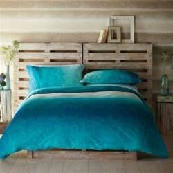 Meuble Avec Palette En Bois #6: Lit-en-palette-style-vintage-bois-brut-tete-de-lit-palette.jpg