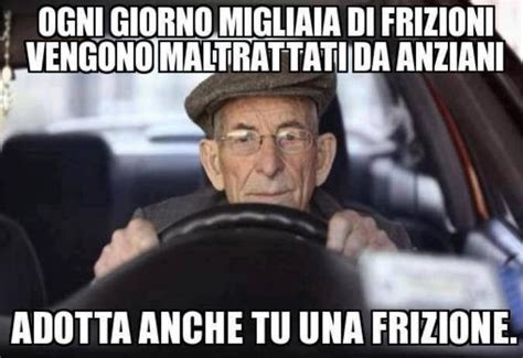 vignette donne al volante barzellette net foto anziano al volante della sua auto