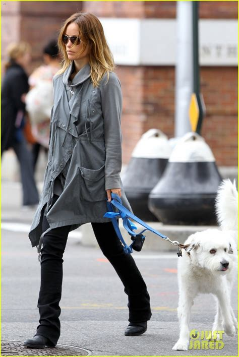 olivia wilde coffee run with paco 04 view image olivia wilde west village walk with paco photo 2730312