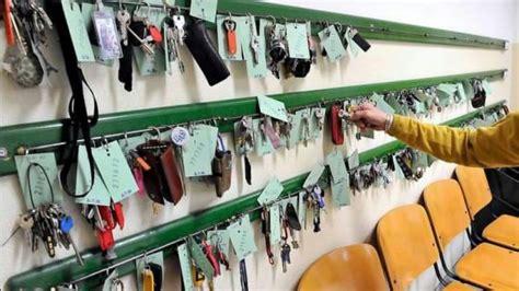 ufficio oggetti smarriti genova se i genovesi restituiscono diecimila trovati in