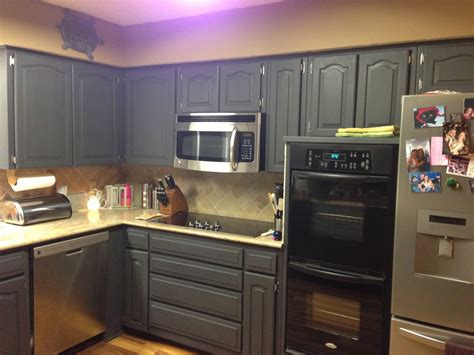 Wilker Do S Using Chalk Paint To Refinish Kitchen Cabinets Chalk Paint For Kitchen Cabinets