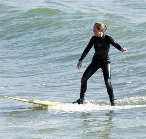 helen hunt surfing helen hunt photos photos helen hunt out surfing in