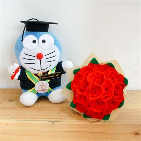 Buket Boneka Doraemon Dan Bunga paket boneka wisuda doraemon dan bunga flanel jogja 0858