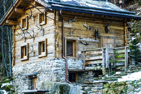 illuminazione di montagna esterno casa di montagna