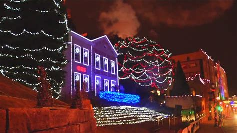 where to find the best holiday light displays in milwaukee