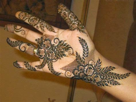 henna design wallpaper 29 creative mehendi design wallpaper makedes com