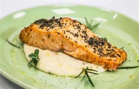 purea di sedano rapa ricetta trancio di salmone alle erbe con purea di sedano