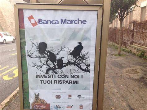 Marche Di Ladari Ladri Sulle Vetrine Di Marche Manifesti Alla