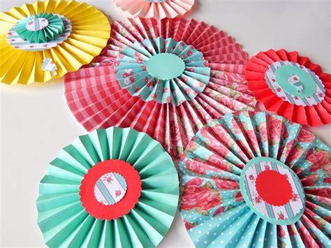 papeles decoracion 161 diy decoraci 243 n en fiestas con rosetas de papel malula