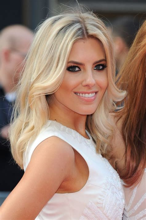 hollywood actresses medium lenght hairstyles 88 best images about mollie king girl crush on pinterest