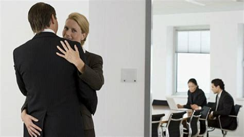 galateo in ufficio colleghi di lavoro consigli di bon ton diredonna