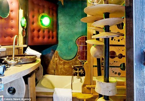 space themenzimmer world s wackiest hotel where you can spend the in a