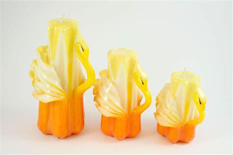 candele intagliate candela intagliata cigno giallo e bianco candele shop