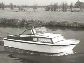 open kajuitboot een van de eerste jachtjes gebouwd door scheeps