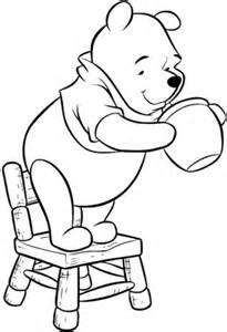stuhl zum ausmalen ausmalbild puuh steht auf dem stuhl und sucht nach honig