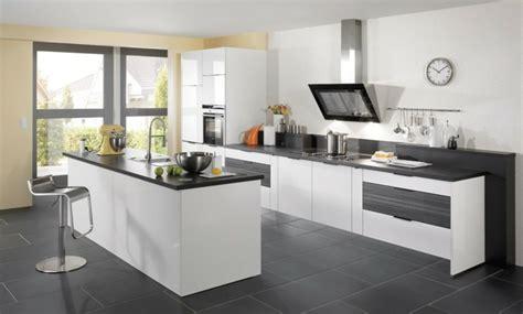 cuisine blanche carrelage gris carrelage gris avec quelles couleurs l associer id 233 es