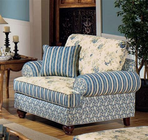 country cottage sofas and chairs country blue blue chairs and living room country on pinterest