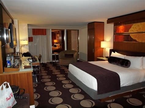 the room reviews resort tower king room picture of the mirage hotel casino las vegas tripadvisor