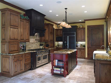 acorn kitchen cabinets perimeter cabinets acorn rustic maple with black glaze oxford door hood area espresso oak