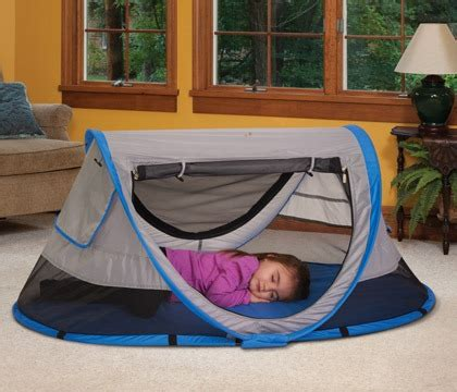 peapod plus baby travel bed a fun travel bed for your child kidco peapod plus review