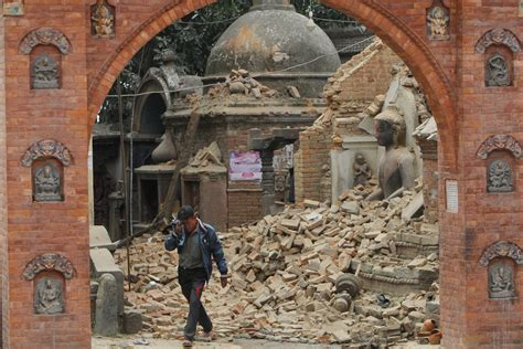 earthquake nepal nepal in ruins thousands dead after 7 8 magnitude earthquake