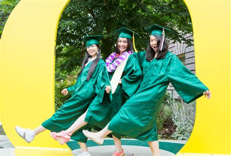 Of Oregon Mba Deadlines by Undergraduate Commencement Lundquist College Of Business