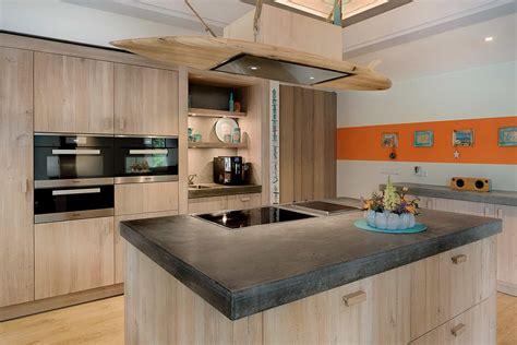 betonnen keukens houten keuken met betonnen aanrechtblad tinello