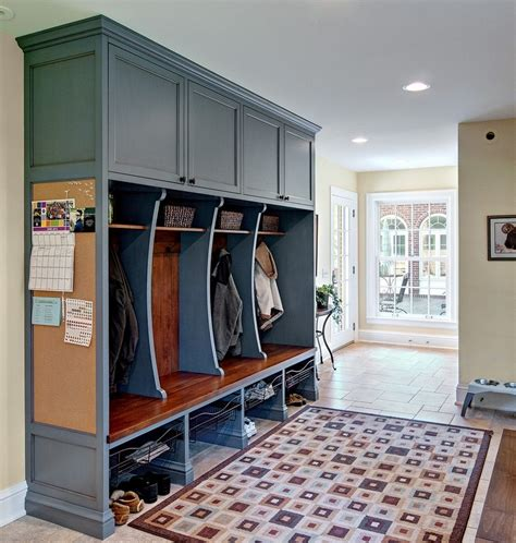 mudroom lockers with bench to manage your favorite clothes